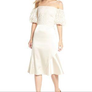 Gal Meets Glam Dresses - Gal Meets Glam Adele Off the Shoulder Gold Dress